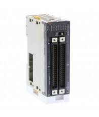 Digitális bemeneti modul 64 db. 24 VDC jelszintű bemenettel, dugós csatlakozással. A csatlakozó kábel és a kifejtő sorkapocs kü