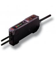 Sínre patintható fotokapcsoló erősítő E32-... száloptikához, 2m beöntött kábellel, NPN kimenet.