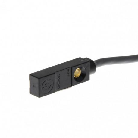 Induktív érzékelő, hasáb alakú, érzékelési távolság 1,5mm, PNP NO kimenet, 2m beöntött kábellel